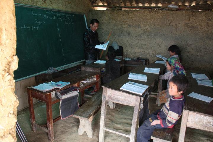 <h2>Giáo dục vùng núi cao</h2><p>Xây dựng trường học, hỗ trợ sách vở, ban hành nhiều chính sách cải thiện giáo dục cho các em vùng cao.</p><a title='Xem thêm' href='#'>Xem thêm</a>