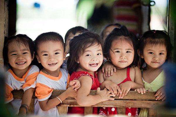 Trẻ em bị mồ côi cha mẹ là trẻ hoàn cảnh đặc biệt