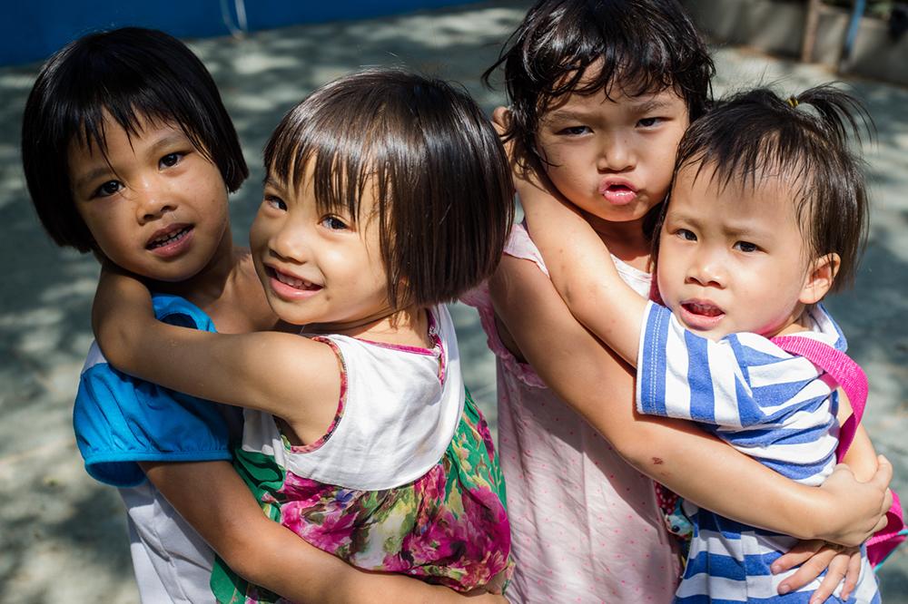 Trẻ em lang thang là gì và thực trạng cũng như giải pháp đối với trẻ em này